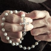Woman with rosary — Stock Photo