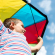 Little boy flies a kite into the blue sky — Stock Photo