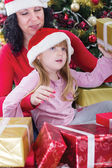 Mother and her daughter with cristmas presents — Stock fotografie