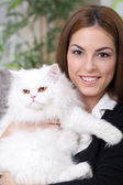 Young girl hugging a white Persian cat — Stock Photo