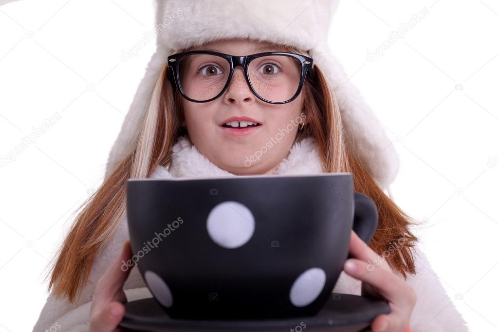 Скачать фото красивой девушки в очках