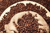 свежего жареного кофе в зернах — Стоковое фото