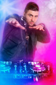 Dj playing disco house progressive electro music  — Foto Stock