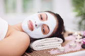 Spa therapy for young woman having facial mask at beauty salon — Stok fotoğraf
