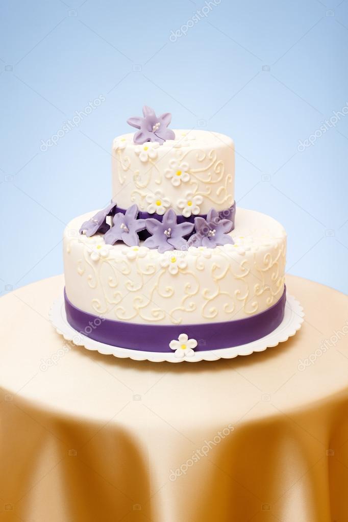 Herunterladen - Zweistöckige Hochzeitstorte — Stockbild #12480865