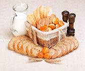 Assorted sliced bakery products — Zdjęcie stockowe