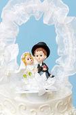 新郎和新娘蛋糕礼帽 — 图库照片