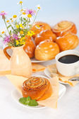 Cinnamon roll breakfast — Stock Photo