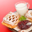 Sour cherry cake, jam and milk — Stockfoto