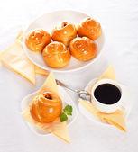 Draufsicht einer süßen kuchen und kaffee frühstück — Stockfoto