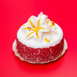 White fondant cake decorated with red lace and edible candy lily — ストック写真