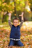 Niño emocionado jugando — Foto de Stock