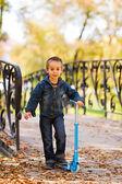 Niño feliz jugando — Foto de Stock