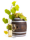 White wine with old barrel and grapes — Stock Photo