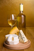 White wine with cheese snack — Foto Stock