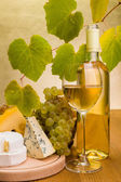 White wine with grape and cheese snack — Stock Photo