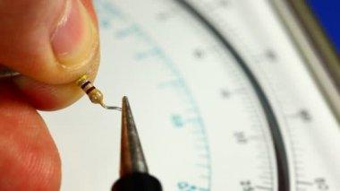 Measuring resistance — Stock Video