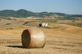 A bale of hay in the Tuscan countryside — Stock Photo