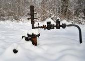 Neglected oil wellhead — Stockfoto
