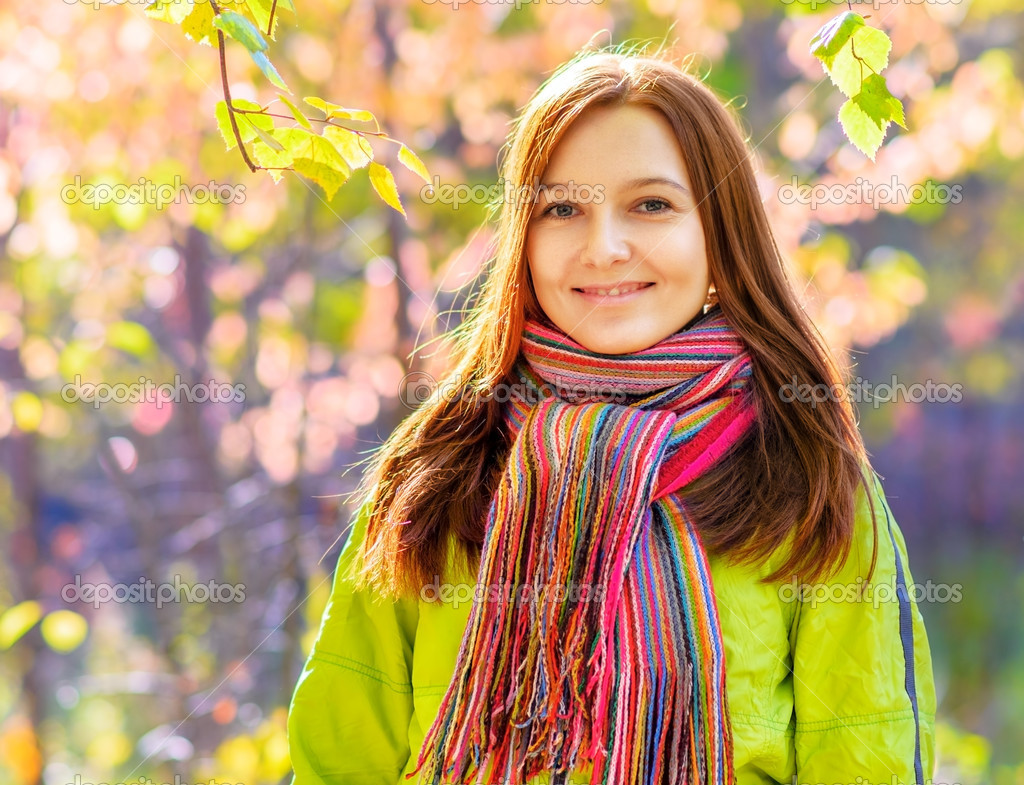 Young woman in the autumn park. — Stock Photo #13473534