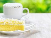 Taza de café y pastel fresco — Foto de Stock