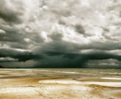 Stormy sky and beach at low tide — Photo