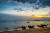 Sunset beach. ao nang, krabi provinsen. — Stockfoto