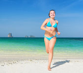 Young woman is having fun on sandy beach — Foto Stock