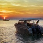 Motorboat at sunset. Beautiful landscape — Stock Photo