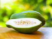 Green papaya on nature background — Stockfoto