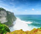 Coast at Uluwatu temple, Bali, Indonesia — Stock Photo