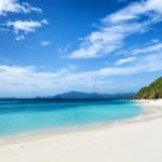 Beautiful tropical sea and blue sky — Stock Photo #33717063