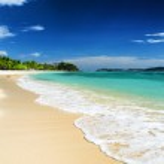 Beautiful tropical sea and blue sky — Stock Photo #33717197