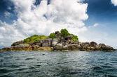 Rocky island in Andaman sea — Stock Photo