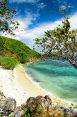 Playa de arena blanca. malcapuya island, filipinas — Foto de Stock