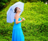 Portrait of young beautiful woman outdoors — Stock Photo