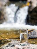 Copo de água de cachoeira. — Foto Stock