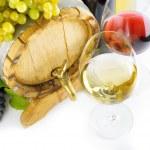 rode en witte wijn op witte achtergrond — Stockfoto #41220457