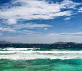 Tropikalne morze i błękitne niebo — Zdjęcie stockowe