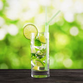 Mojito cocktail on nature background — Stock Photo