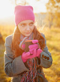 Young woman enjoying the fall season. Autumn outdoor portrait — Stok fotoğraf