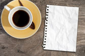 Note paper on coffee table — Stock Photo