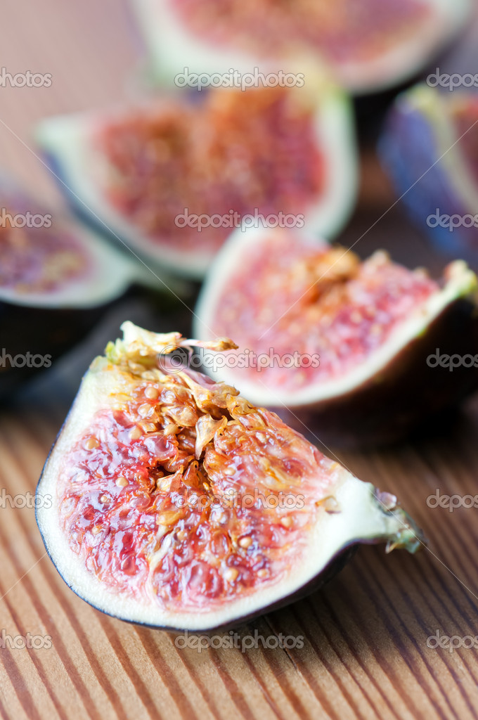 Fig on wood table closeup — Stock Photo #19065429
