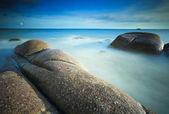 Larga exposición del mar y las rocas — Foto de Stock
