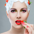 Woman eating strawberry — Stock fotografie