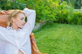 Giovane donna relax — Foto Stock
