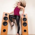 Young beautiful girl listening music — Stock Photo