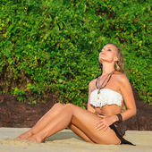 Young woman sunbathe — Stock Photo