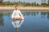 Adam meditasyon — Stok fotoğraf