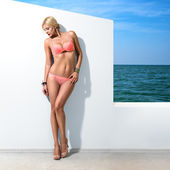 Beautiful woman posing near wall — Stock Photo